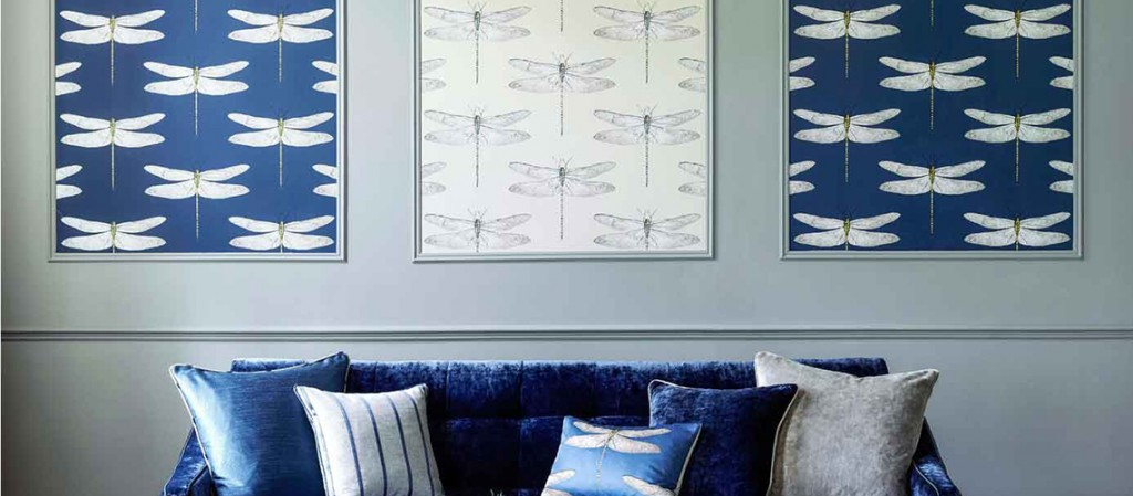 harlequin-palmetto-demoiselle-wallpaper-blue--sofa